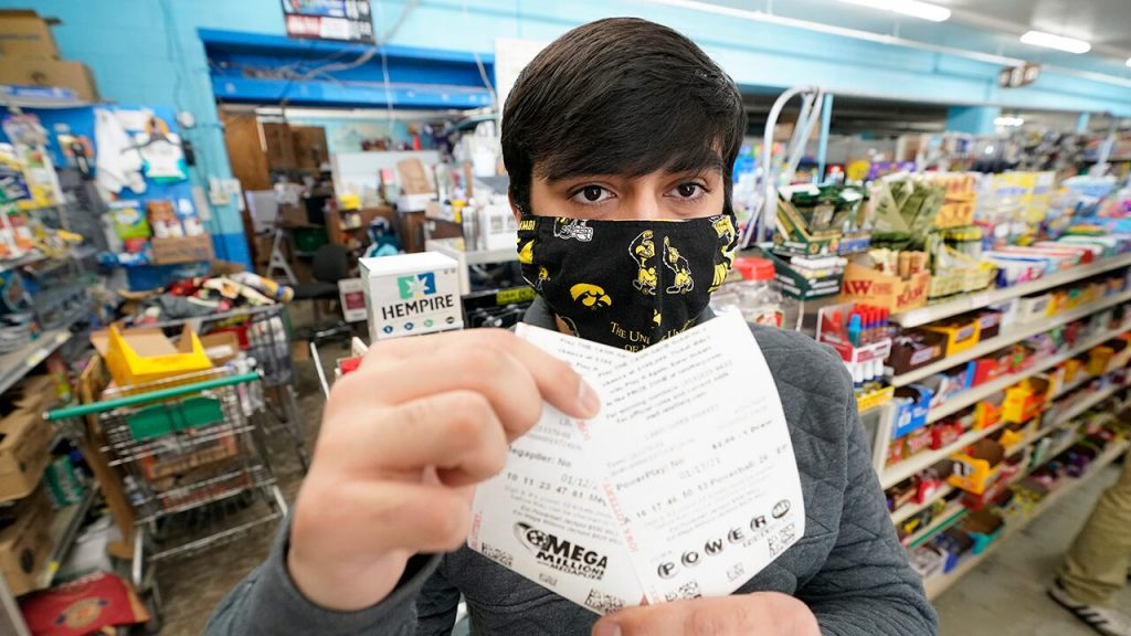 Powerball lottery numbers drawn with jackpot surpassing $ 550M